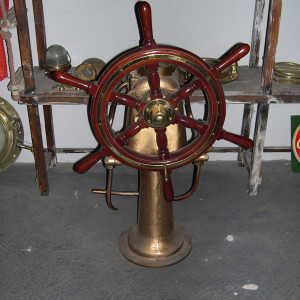 timon-antiguo-barco-hierros-lago